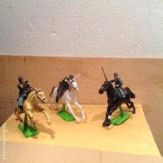 Figuras de Goma y PVC: 3 SOLDADOS A CABALLO DE BRITAINS. Lote 241039825