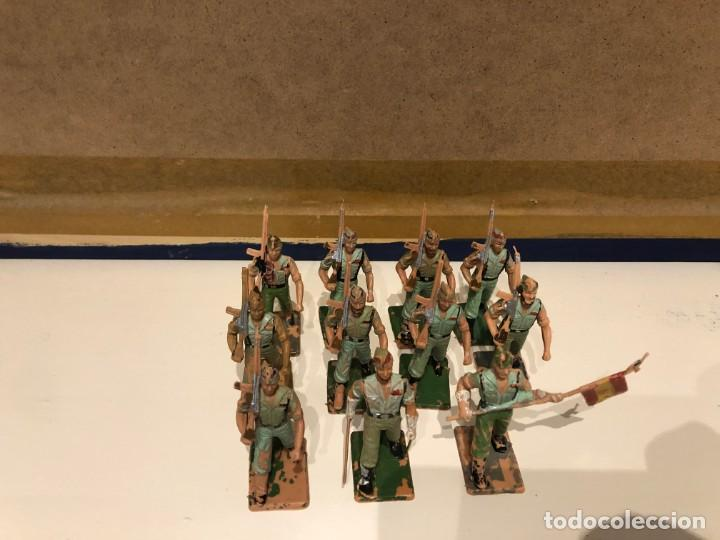 Figuras de Goma y PVC: Legionarios REAMSA. Lote de 11 figuras. Oficial. Abanderado y soldados con y sin barba. - Foto 4 - 241525160