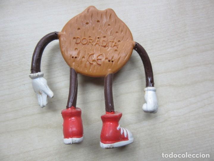 Figuras de Goma y PVC: Figura de galleta doradita de goma con brazos y piernas de alambre movibles años 90 - Foto 2 - 241629345