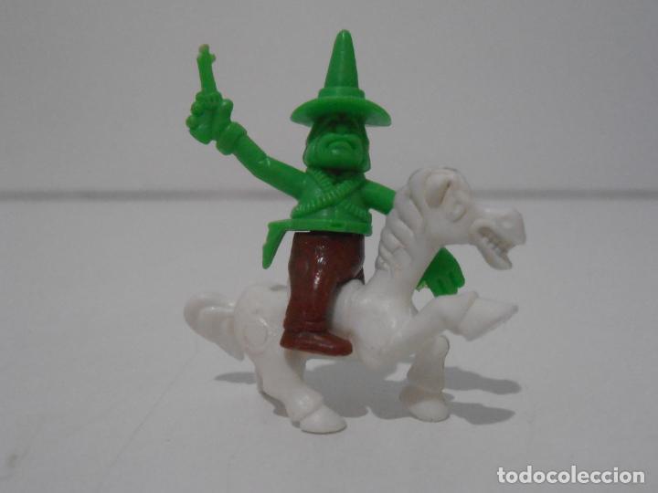 FIGURA DUNKIN CUATRERO A CABALLO (Juguetes - Figuras de Goma y Pvc - Dunkin)