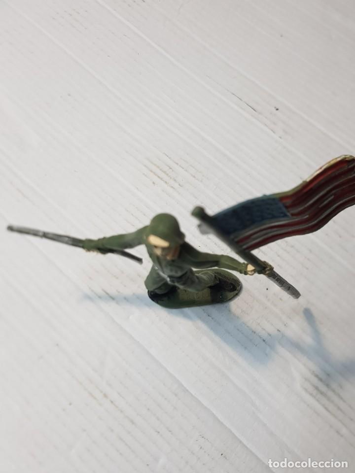 Figuras de Goma y PVC: Figura en PVC Soldado Americano con Bandera Comansi - Foto 3 - 241970360