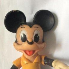 Figuras de Goma y PVC: MICKEY MOUSE MICKY ,MUÑECO EN CAUCHO DÉCADA AÑOS 60,IDEAL COLECCIONISTAS ALTURA 35 CM. Lote 241997000