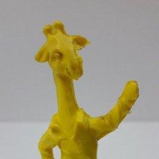 Figuras de Goma y PVC: JIRAFA - SERIE ANIMALES FUTBOLISTAS . MOLDE LAFREDO . REALIZADO EN PLASTICO MONOCOLOR . AÑOS 60. Lote 242122135