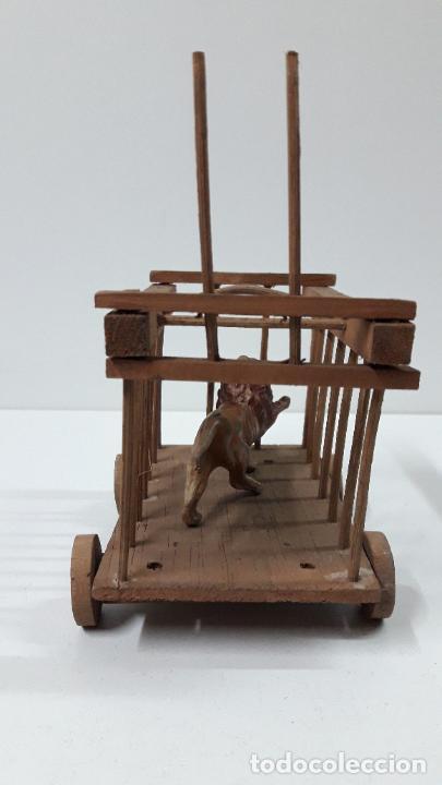 Figuras de Goma y PVC: CARRO - JAULA PARA FIERAS . REALIZADO POR TEIXIDO . SERIE MORCILLON Y BABALI . AÑOS 50 EN MADERA - Foto 10 - 242131945