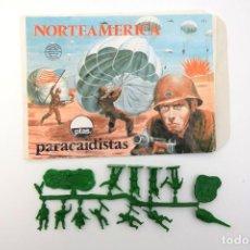 Figuras de Goma y PVC: MONTAPLEX - SOBRE Nº112 NORTEAMERICA PARACAIDISTAS + COLADA. Lote 242135590