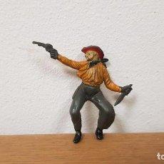 Figuras de Borracha e PVC: JINETE COWBOY O VAQUERO CON PISTOLA Y CUCHILLO EN GOMA REF C/56 AÑOS 50 DE PECH. Lote 242241965