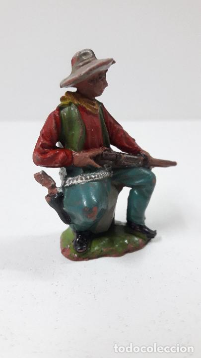 Figuras de Goma y PVC: VAQUERO - COWBOY SENTADO CON RIFLE . FIGURA REAMSA Nº 67 . ORIGINAL AÑOS 50 EN GOMA - Foto 3 - 242942075