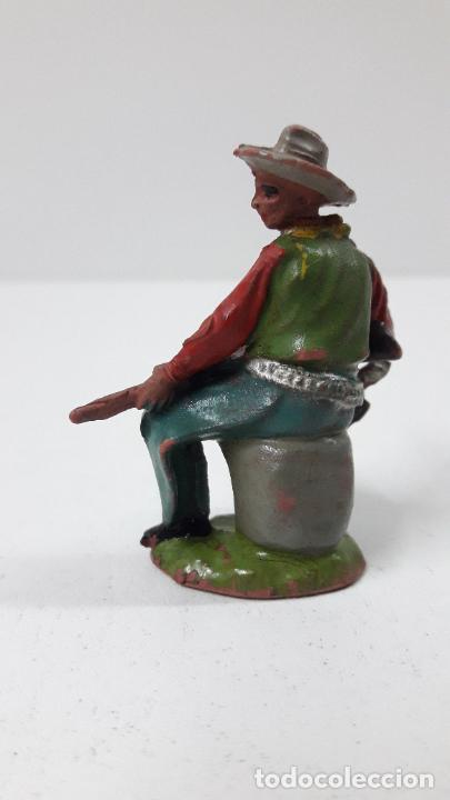 Figuras de Goma y PVC: VAQUERO - COWBOY SENTADO CON RIFLE . FIGURA REAMSA Nº 67 . ORIGINAL AÑOS 50 EN GOMA - Foto 4 - 242942075