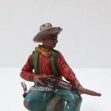 Figuras de Goma y PVC: VAQUERO - COWBOY SENTADO CON RIFLE . FIGURA REAMSA Nº 67 . ORIGINAL AÑOS 50 EN GOMA. Lote 242942075