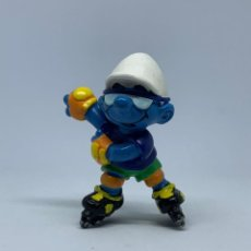 Figuras de Goma y PVC: PITUFO PATINADOR - CON PATINES DE RUEDA - SCHLEICH - PEYO. Lote 243655295