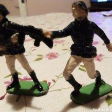 Figuras de Goma y PVC: SOLDADOS RUSOS - 2 - PECH - AÑOS 1960. Lote 243675775