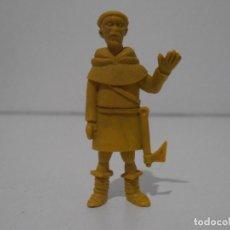 Figuras de Goma y PVC: FIGURA DUNKIN RUY PEQUEÑO CID DANONE FRAILE AMARILLO CON HACHA. Lote 243768105