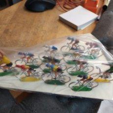 Figuras de Goma y PVC: PELOTON DE 12 CICLISTAS MARIANO SOTORRES. Lote 243791610