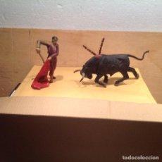 Figuras de Goma y PVC: FIGURAS DE TORERO Y TORO DE 80 MM DE JECSAN DE GOMA. Lote 244764790