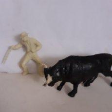 Figuras de Goma y PVC: FIGURA REAMSA TORO Y REJONEADOR PLASTICO. Lote 244812415