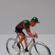 Figuras de Goma y PVC: CICLISTA . REALIZADO POR M. SOTORRES . ORIGINAL AÑOS 60. Lote 244885560