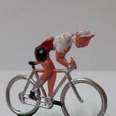 Figuras de Goma y PVC: CICLISTA . REALIZADO POR M. SOTORRES . ORIGINAL AÑOS 60. Lote 244885655
