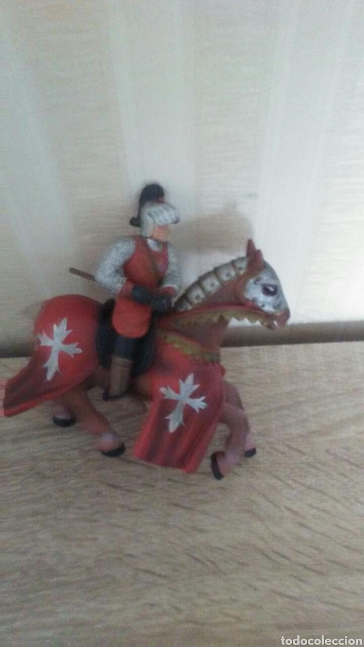 Figuras de Goma y PVC: Figura caballero medieval ,mide 9 de alto ×10 largo ,es desmontable ,al caballo le falta el rabo . - Foto 2 - 245011115