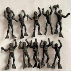 Figuras de Goma y PVC: LOTE 10 BUZOS SUBMARINISTAS MONTAPLEX HOMBRES RANA. Lote 245371195