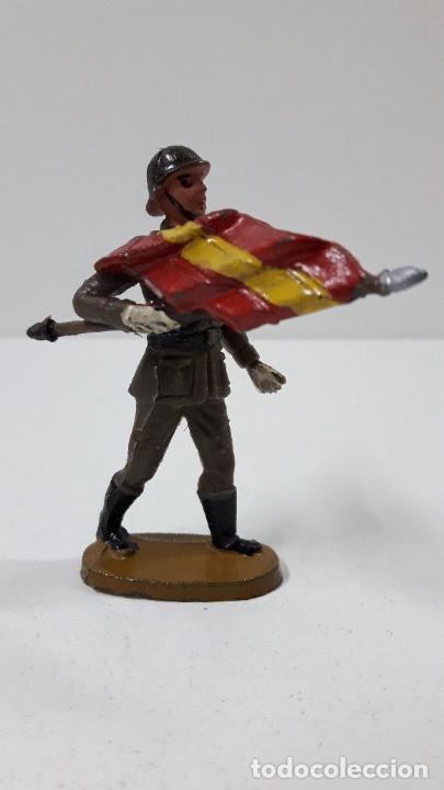 Figuras de Goma y PVC: OFICIAL Y SOLDADOS EN DESFILE . REALIZADOS POR TEIXIDO . ORIGINAL AÑOS 60 - Foto 8 - 245709725