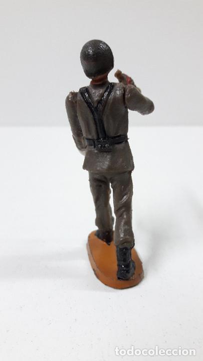Figuras de Goma y PVC: OFICIAL Y SOLDADOS EN DESFILE . REALIZADOS POR TEIXIDO . ORIGINAL AÑOS 60 - Foto 11 - 245709725