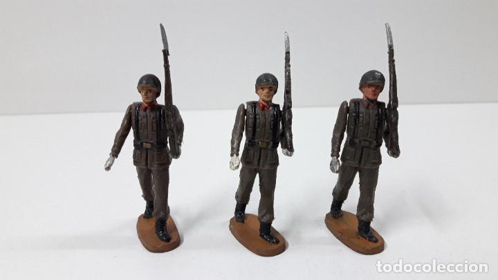 Figuras de Goma y PVC: OFICIAL Y SOLDADOS EN DESFILE . REALIZADOS POR TEIXIDO . ORIGINAL AÑOS 60 - Foto 12 - 245709725