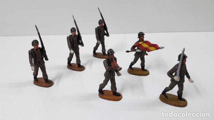 OFICIAL Y SOLDADOS EN DESFILE . REALIZADOS POR TEIXIDO . ORIGINAL AÑOS 60 (Juguetes - Figuras de Goma y Pvc - Teixido)