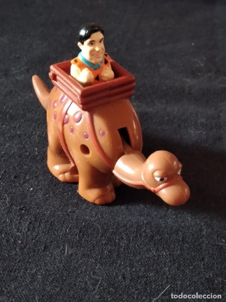Figuras de Goma y PVC: Figura pedro pica piedra en su dinosaurio,con movimiento.u.c.s. pvc - Foto 2 - 245754240