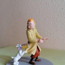 Figuras de Goma y PVC: FIGURA TINTIN Y MILÚ CON LA LATA -EL CANGREJO DE LAS PINZAS DE ORO- REF. 43112. Lote 245941365