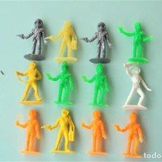 Figuras de Goma y PVC: LOTE DE ANTIGUAS FIGURAS EN PLÁSTICO. SERIE OVNI Y GUARDIANES DEL ESPACIO DE COMANSI. AÑOS 70.. Lote 246077520