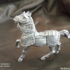 Figuras de Goma y PVC: CABALLO GRIS MEDIEVAL REAMSA. Lote 247581630