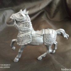 Figuras de Goma y PVC: CABALLO MEDIEVAL GRIS REAMSA. Lote 247582415