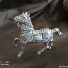 Figuras de Goma y PVC: CABALLO MEDIEVAL GRIS REAMSA. Lote 247582720