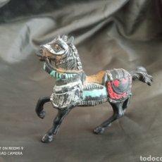 Figuras de Goma y PVC: CABALLO MEDIEVAL REAMSA CRUZADOS. Lote 247657165