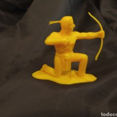 Figuras de Goma y PVC: INDIO CON ARCO MONOCOLOR AMARILLO REAMSA GOMARSA SOLDIS EN PLASTICO LITTLE BIG HORNE. Lote 247661565