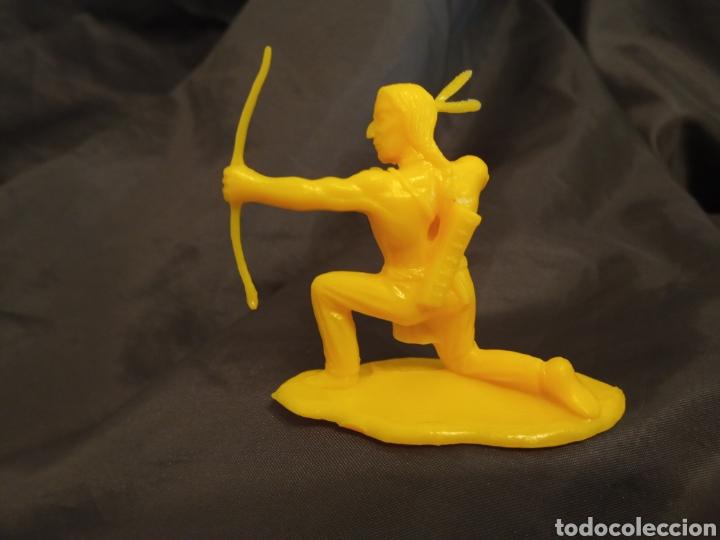 Figuras de Goma y PVC: Indio monocolor amarillo reamsa gomarsa soldis en plastico little Big horne - Foto 2 - 247661805
