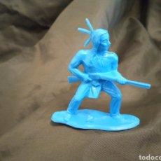 Figuras de Goma y PVC: INDIO AZUL CON RIFLE MONOCOLOR REAMSA GOMARSA SOLDIS EN PLASTICO LITTLE BIG HORNE. Lote 247663095