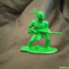 Figuras de Goma y PVC: INDIO CON RIFLE VERDE MONOCOLOR REAMSA GOMARSA SOLDIS EN PLASTICO LITTLE BIG HORNE. Lote 247663435