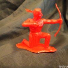 Figuras de Goma y PVC: INDIO CON ARCO ROJO MONOCOLOR REAMSA GOMARSA SOLDIS EN PLASTICO LITTLE BIG HORNE. Lote 247663975