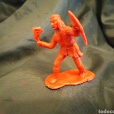 Figuras de Goma y PVC: INDIO ROJO MONOCOLOR HACHA Y ESCUDO REAMSA GOMARSA SOLDIS EN PLASTICO LITTLE BIG HORNE. Lote 247664140