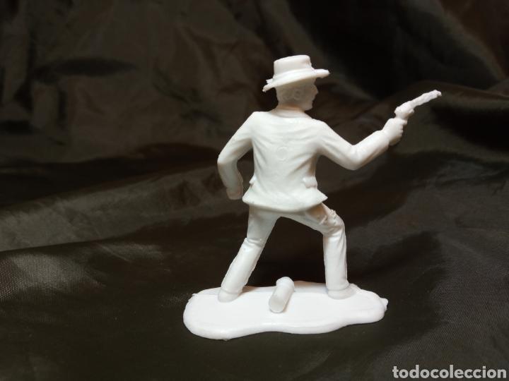 Figuras de Goma y PVC: Pistolero blanco reamsa gomarsa soldis en plastico little Big horne - Foto 2 - 247665775