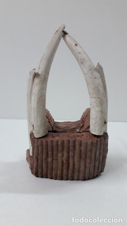 Figuras de Goma y PVC: TRONO AFRICANO . REALIZADO POR ARCLA . ORIGINAL AÑOS 50 EN GOMA - Foto 2 - 247755790