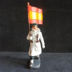 Figuras de Goma y PVC: PECH ESQUIADOR CON BANDERA. Lote 247789105