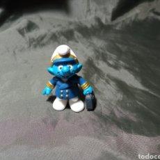 Figuras de Goma y PVC: PITUFO PILOTO COMERCIAL SCHLEICH. Lote 248300210