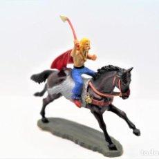Figuras de Borracha e PVC: ANTIGUAS FIGURAS DE GUERRERO GALO A CABALLO -STARLUX-. Lote 249108115