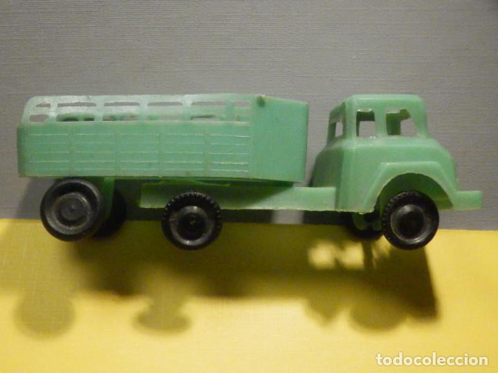 Figuras de Goma y PVC: Camión Plástico - Cabeza Tractora con remolque caja abierta - Ganado, Campo - Kiosko 60´s 70´s - Foto 2 - 249266155