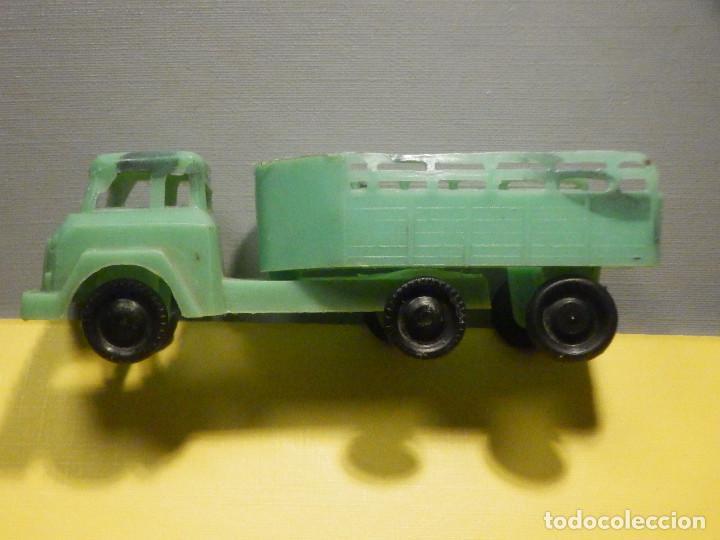 Figuras de Goma y PVC: Camión Plástico - Cabeza Tractora con remolque caja abierta - Ganado, Campo - Kiosko 60´s 70´s - Foto 3 - 249266155