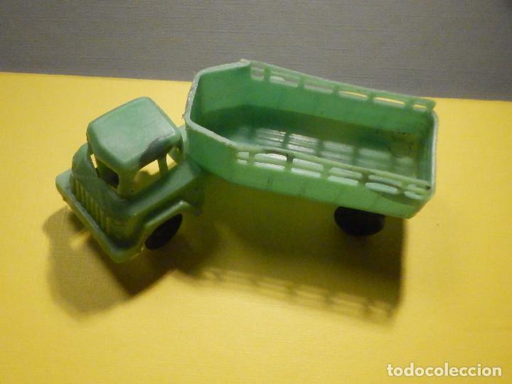 Figuras de Goma y PVC: Camión Plástico - Cabeza Tractora con remolque caja abierta - Ganado, Campo - Kiosko 60´s 70´s - Foto 4 - 249266155