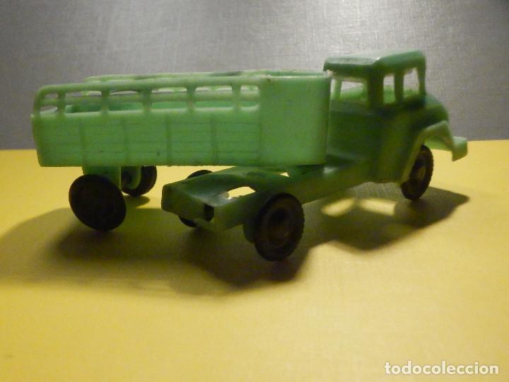Figuras de Goma y PVC: Camión Plástico - Cabeza Tractora con remolque caja abierta - Ganado, Campo - Kiosko 60´s 70´s - Foto 5 - 249266155