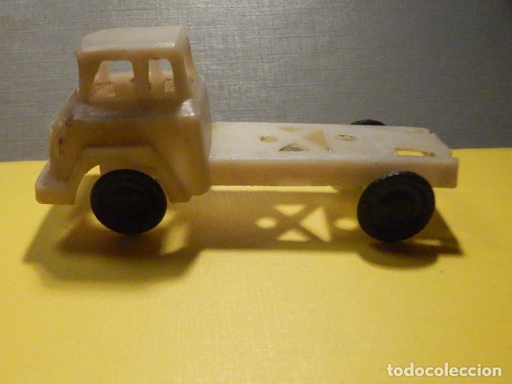 Figuras de Goma y PVC: CAMIÓN PLÁSTICO - CABEZA TRACTORA 2 ejes - Sin caja - KIOSKO 60´S 70´S - Foto 4 - 249271985